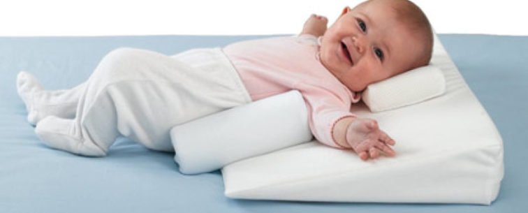 Подушка для новорожденного: вред или польза?