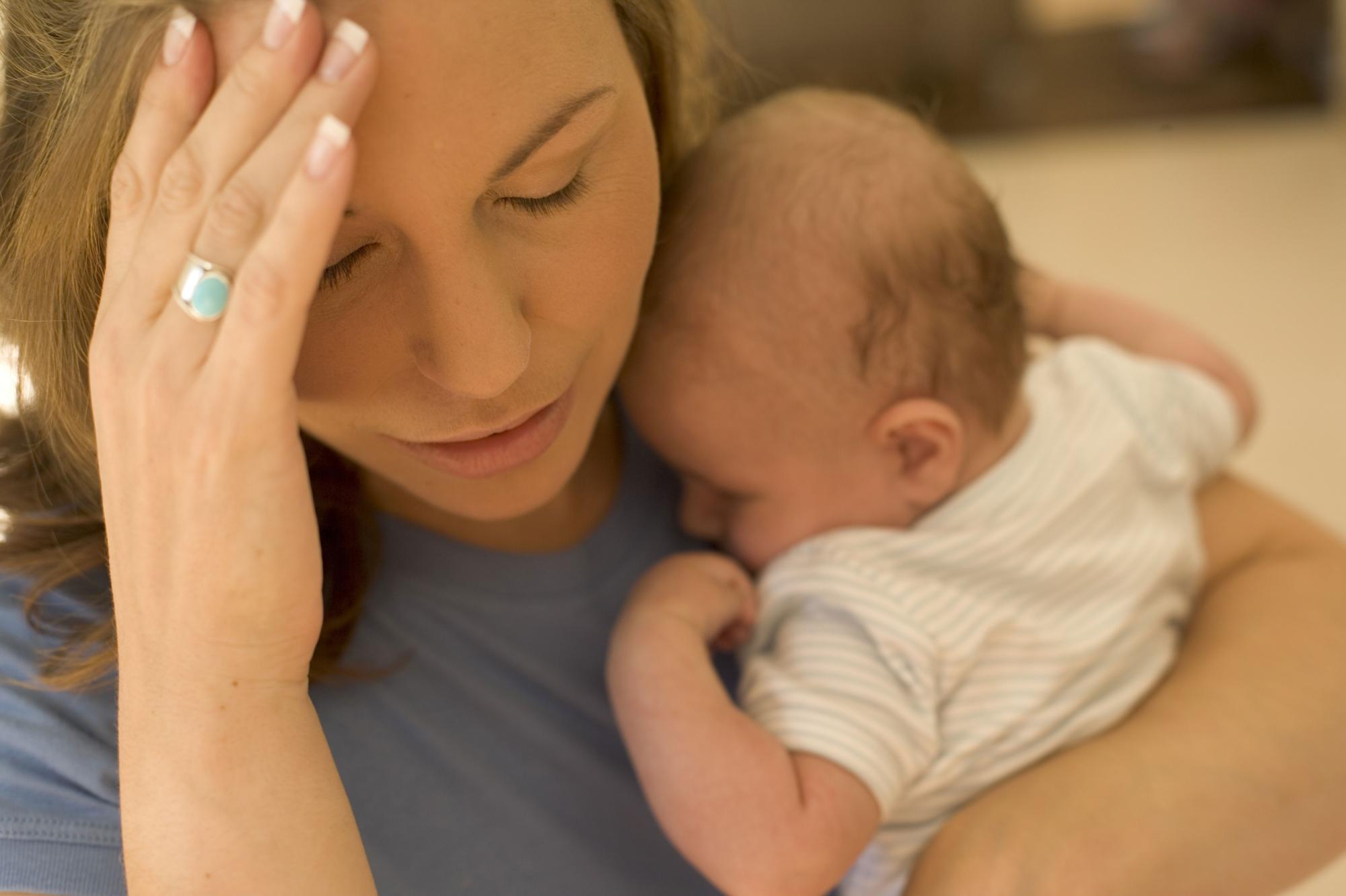 Послеродовая депрессия: причины, последствия, симптомы