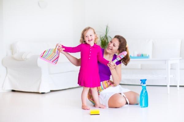 Как безопасно для ребенка чистить квартиру