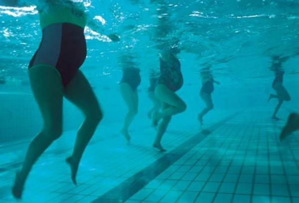 Насколько необходим бассейн при беременности