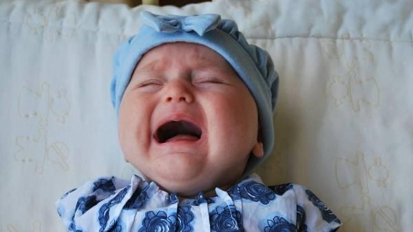 Капризы и плач ребенка до года: причины и пути решения