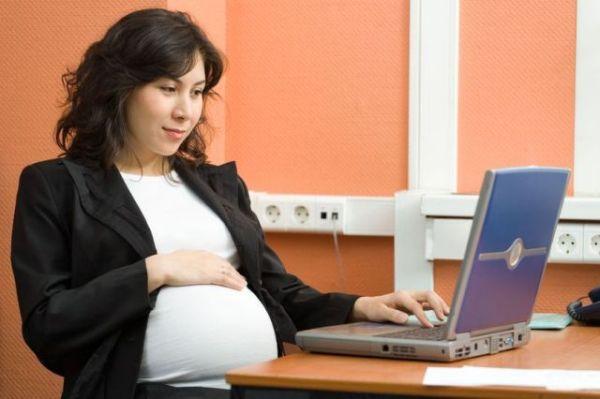Как устроиться беременной на работу