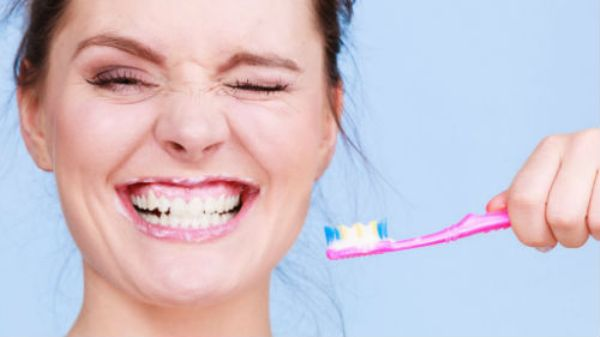 Крошатся зубы после родов: в чем причина?
