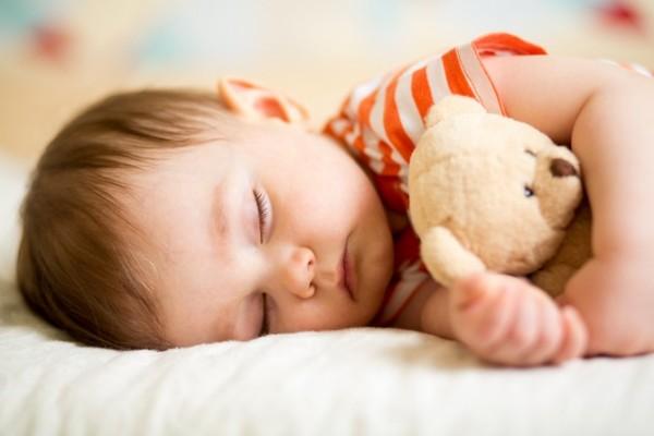 Лайфхак, как приучить ребенка быстро засыпать
