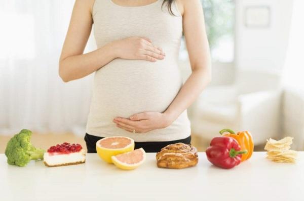 Можно ли кушать сладкое при беременности
