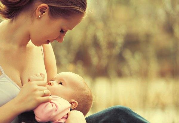 Когда начинает прибывать молоко у мамы?
