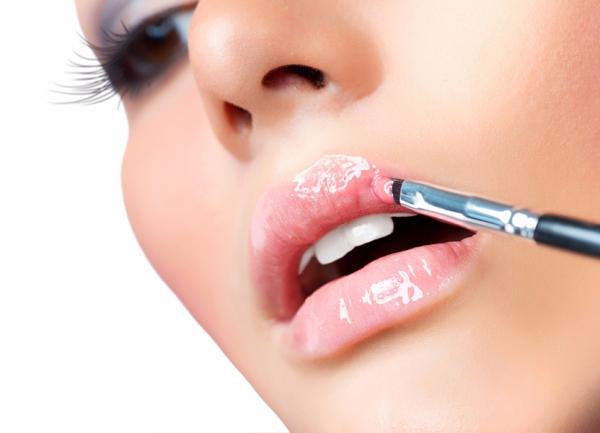 Как избавиться от шелушений на губах