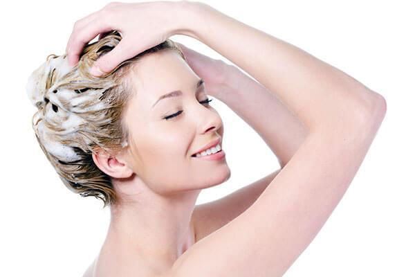 Почему не стоит делать салонные процедуры по уходу за волосами в домашних условиях