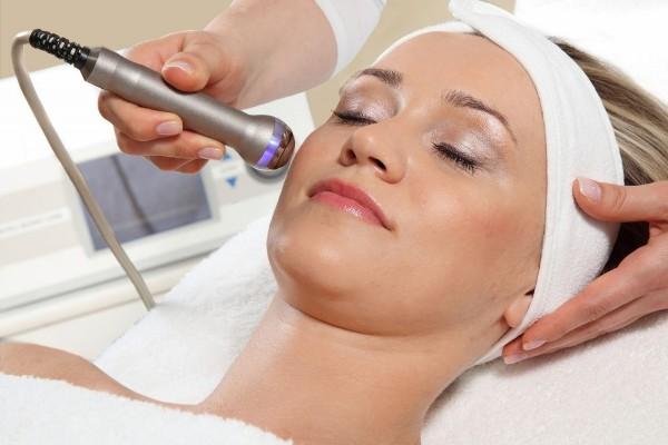 Почему не стоит делать салонные процедуры по уходу за кожей в домашних условиях