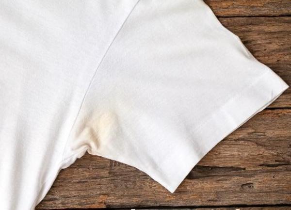 Как избавиться от желтых пятен на одежде от дезодоранта