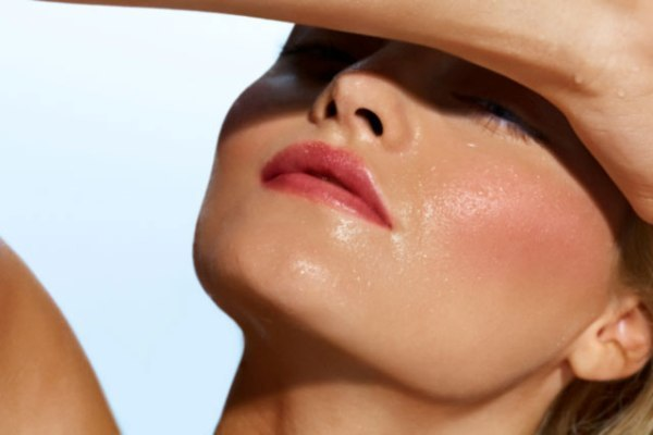 Почему кожа на лице становится жирной