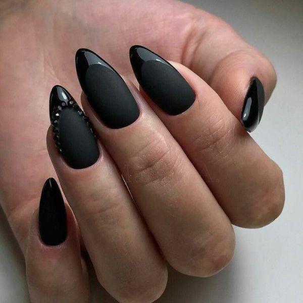 Какая форма ногтей зрительно сделает пальцы длиннее