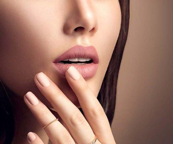 Что делать если помада комкается на губах?