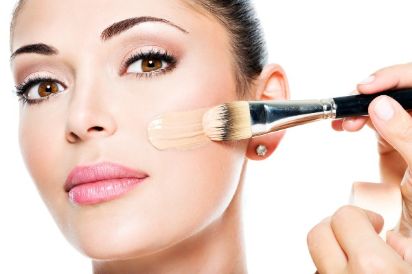 Как наносить тональный крем на проблемную кожу