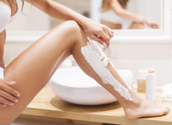 5 ошибок, которые совершают при бритье ног