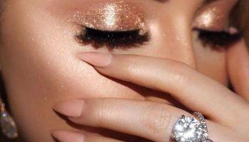 Почему лучше отказаться от мерцающих теней в повседневном макияже
