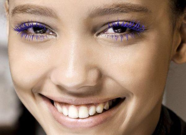 Цветная тушь – тренд нового 2019 года: как подобрать оттенок под свой цвет глаз
