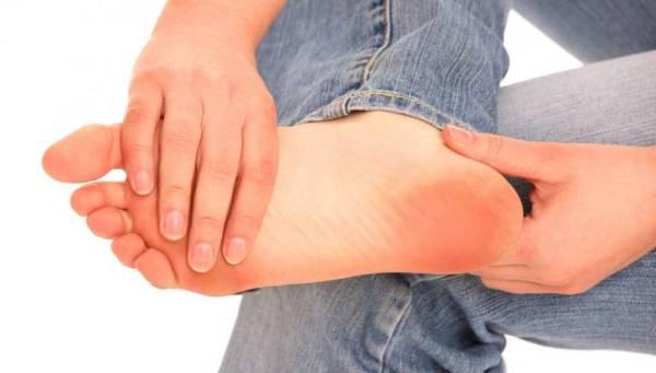 5 верных способов избавиться от потливости ног