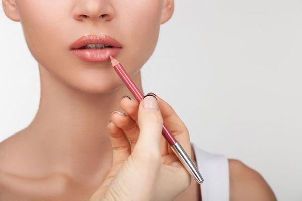 Как правильно пользоваться карандашом для губ: советы от визажистов