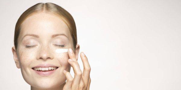 5 самых эффективных масок для кожи вокруг глаз