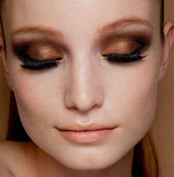 С таким макияжем карие глаза будут необычайно манящими