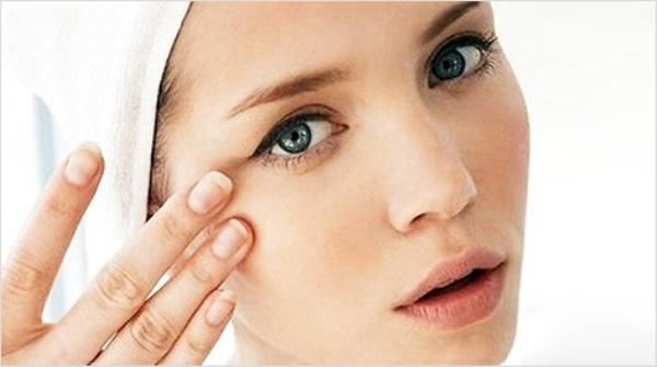 Как разгладить морщинки в уголках глаз: 3 эффективных способа