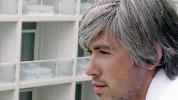 Что нужно знать про седые волосы и уход за ними: советы специалистов