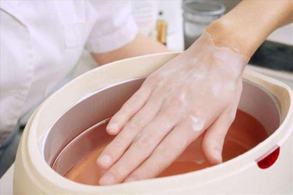 Как избавиться от сухости кожи рук зимой?