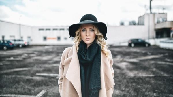 Шапки, в которых зрелой женщине должно быть стыдно выйти на улицу: мнение стилистов