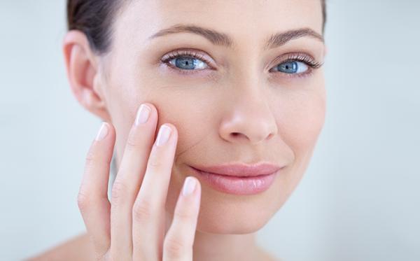Почему женщине после 40 просто необходимо пользоваться косметикой