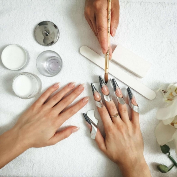 Для кого противопоказано наращивание ногтей
