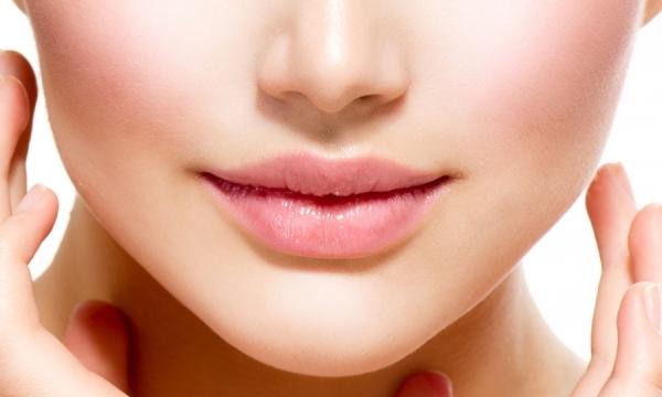 Почему слишком пухлые губы больше не в тренде