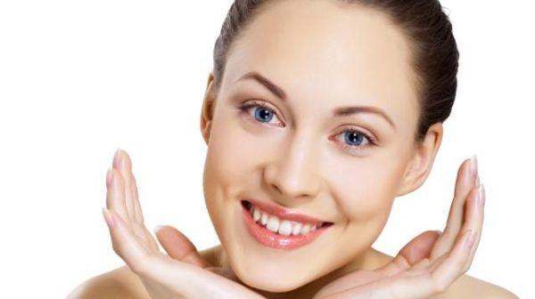 Как придать коже сияние и при этом избежать жирного блеска: пошаговая инструкция