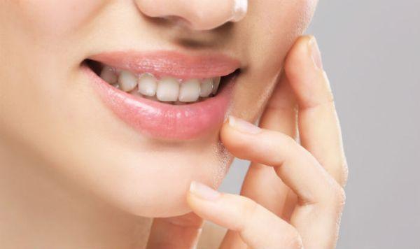 Обветренные губы: причины и эффективные решения
