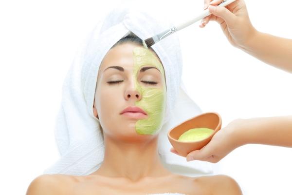 Как правильно использовать домашнее алоэ для красоты лица