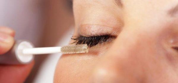 Эти масла помогут отрастить густые ресницы и брови