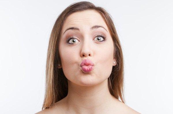 3 упражнения, которые сделают ваши губы пухлее без уколов