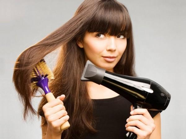 Как безопасно выпрямить вьющиеся волосы