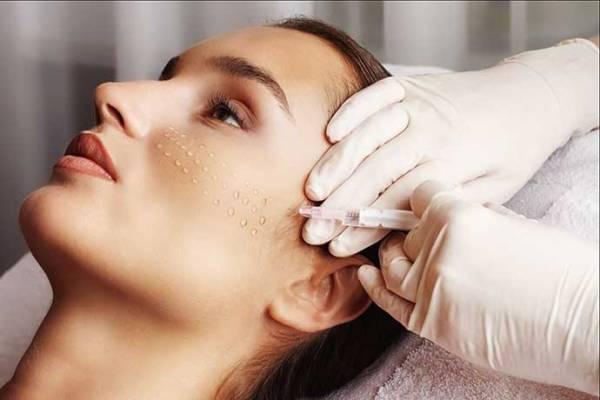 С какими косметическими процедурами лучше повременить молодым девушкам