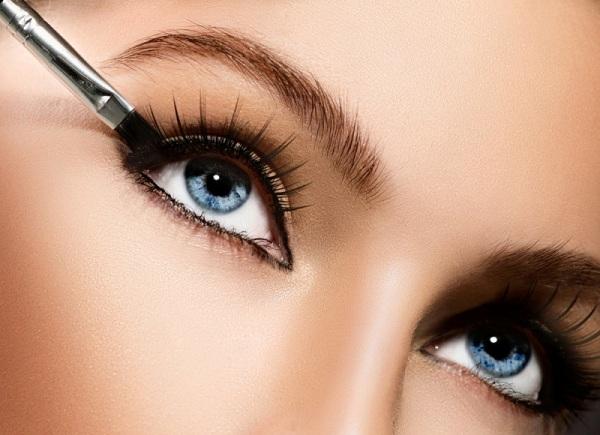 Акцент на контур: 5 способов красиво подчеркнуть глаза