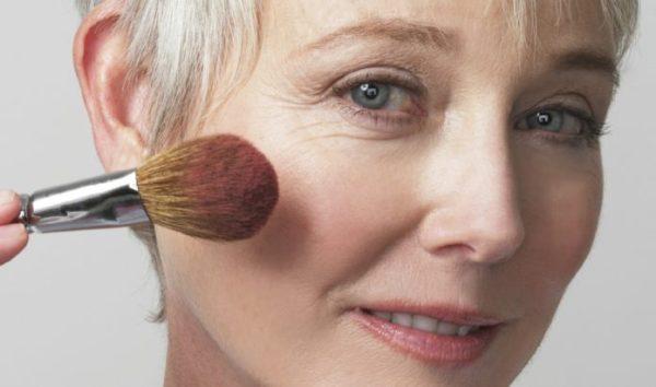 Как учесть особенности возрастного макияжа в 50+