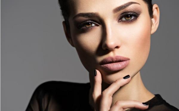 Как сделать броский праздничный макияж и не переборщить с красками