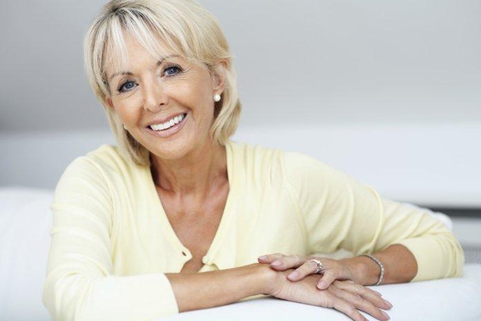 Как с помощью правильного макияжа сделать лицо моложе на десяток лет
