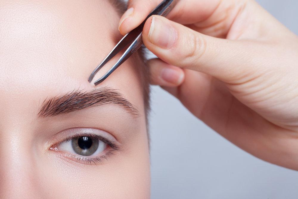 Какие ошибки приводят к неправильному направлению роста волосков на бровях