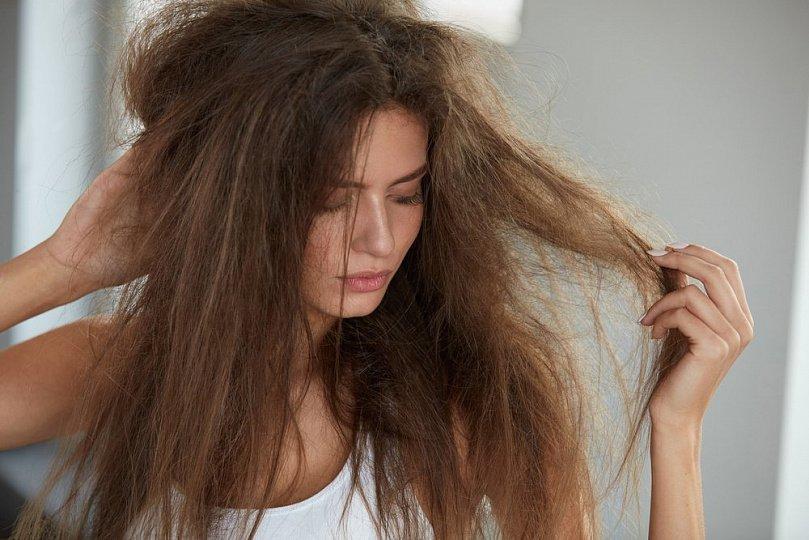 Что делать, если на волосах не держится объем прически