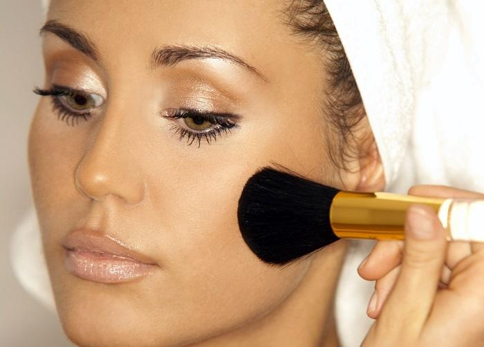 Бронзатор для лица: как использовать незаменимое средство для летнего макияжа