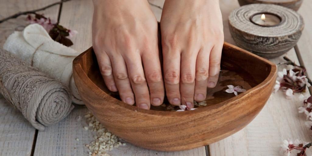 Как безболезненно удалить кутикулу ногтей необрезным способом