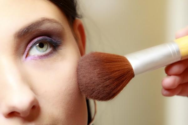 Главные особенности макияжа для жирной кожи лица