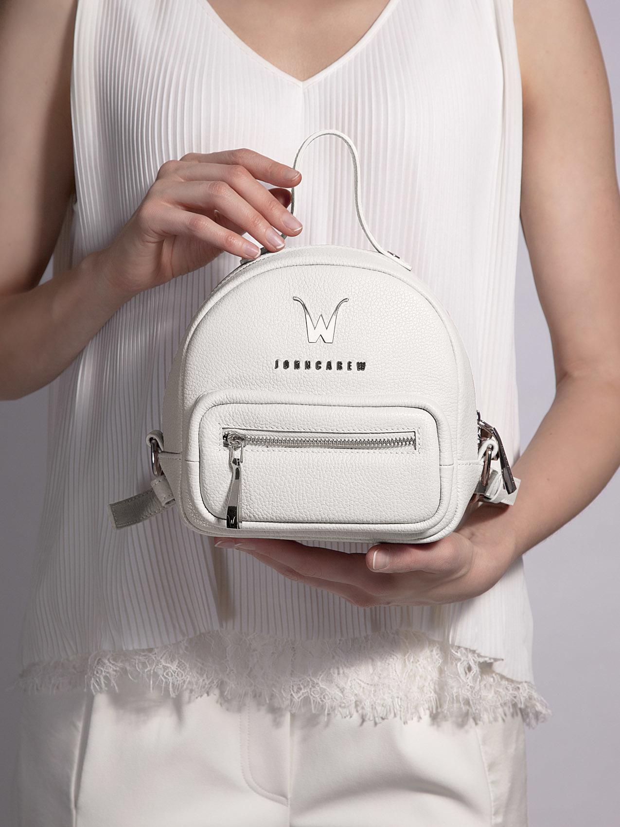 Как носить рюкзак правильно: в любом возрасте и с любым покроем одежды