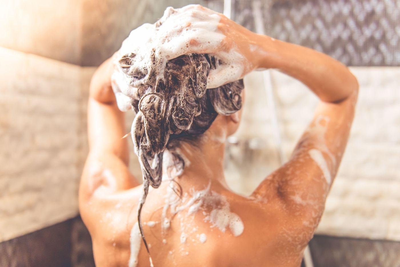Как уменьшить жирность волос простыми, но эффективными способами
